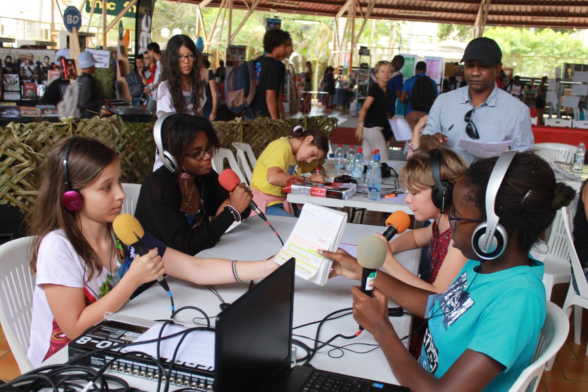 Une invitée sur le plateau radio