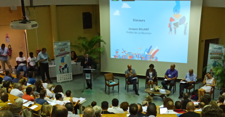 Comment les acteurs associatifs s'engagent-ils à la Réunion ?